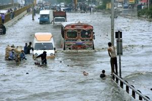 पाक में बारिश से जुड़ी घटनाओं में 10 की मौत