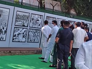 बांग्लादेश युद्ध की 50 वीं वर्षगांठ पर राहुल गांधी ने किया फोटो प्रदर्शनी का उद्घघाटन