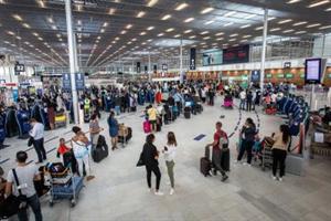 यूरोपीय आयोग ने यात्रा प्रतिबंधों में ढील देने की सिफारिश की